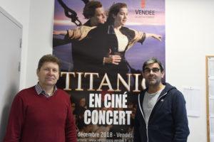 Gervais Morillon, directeur de l'IMV devant une affiche de titanic